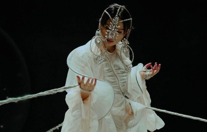 Bibi Zhou: Lunar